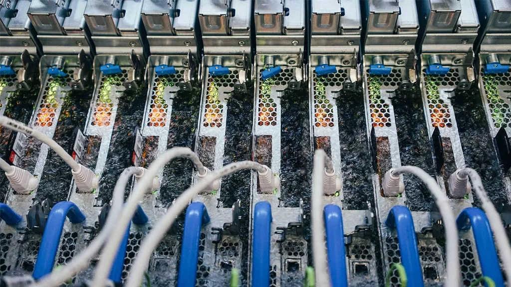 Η Microsoft βυθίζει servers σε βραστό υγρό