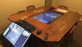 D&D σε τραπέζι με 4K οθόνη