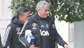 Ο Jose Mourinho φωτογραφήθηκε με ένα PS4 controller
