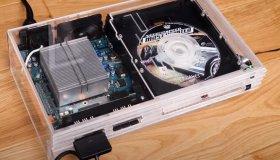 YouTuber έφτιαξε ένα διάφανο PS2