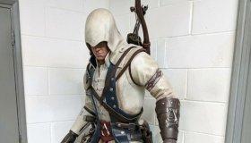 Άγαλμα 2 μέτρων του Connor Kenway απ' το Assassin's Creed 3 σε δημοπρασία
