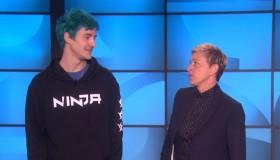 Ο Ninja μαθαίνει Fortnite την Ellen DeGeneres