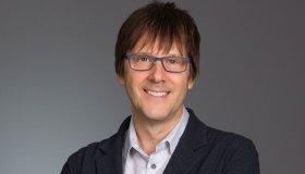 O Mark Cerny, σχεδιαστής του PS5, πήρε Platinum στο Demon's Souls Remake